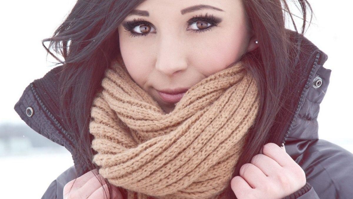 brunettes-women-winter-models-scarf