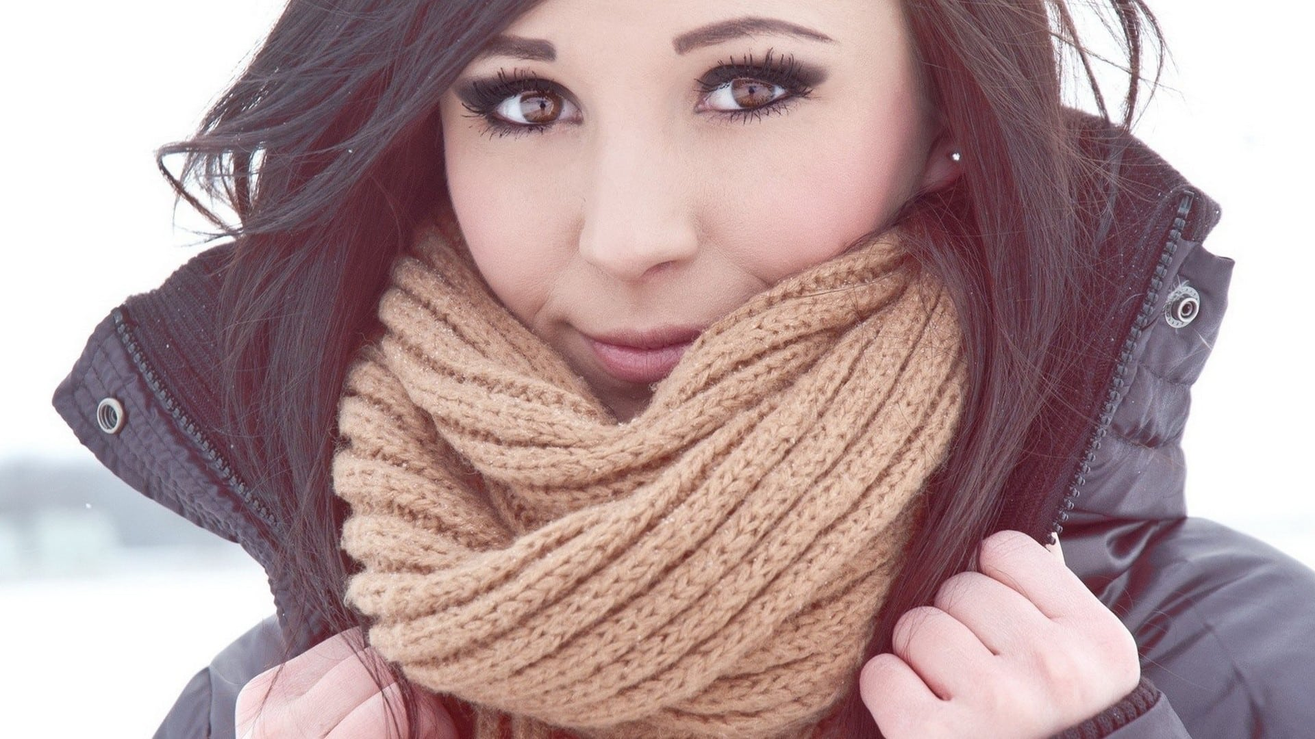 brunettes-women-winter-models-scarf